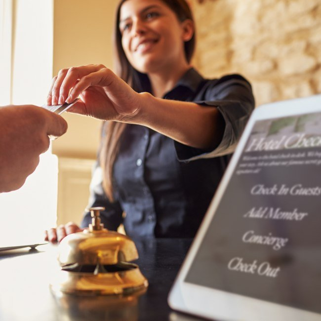 Check in Hotel, © Fotolia / Monkey Business